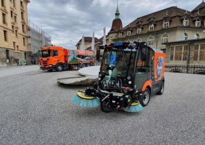 camion de balayage voirie centre ville canton de Vaud