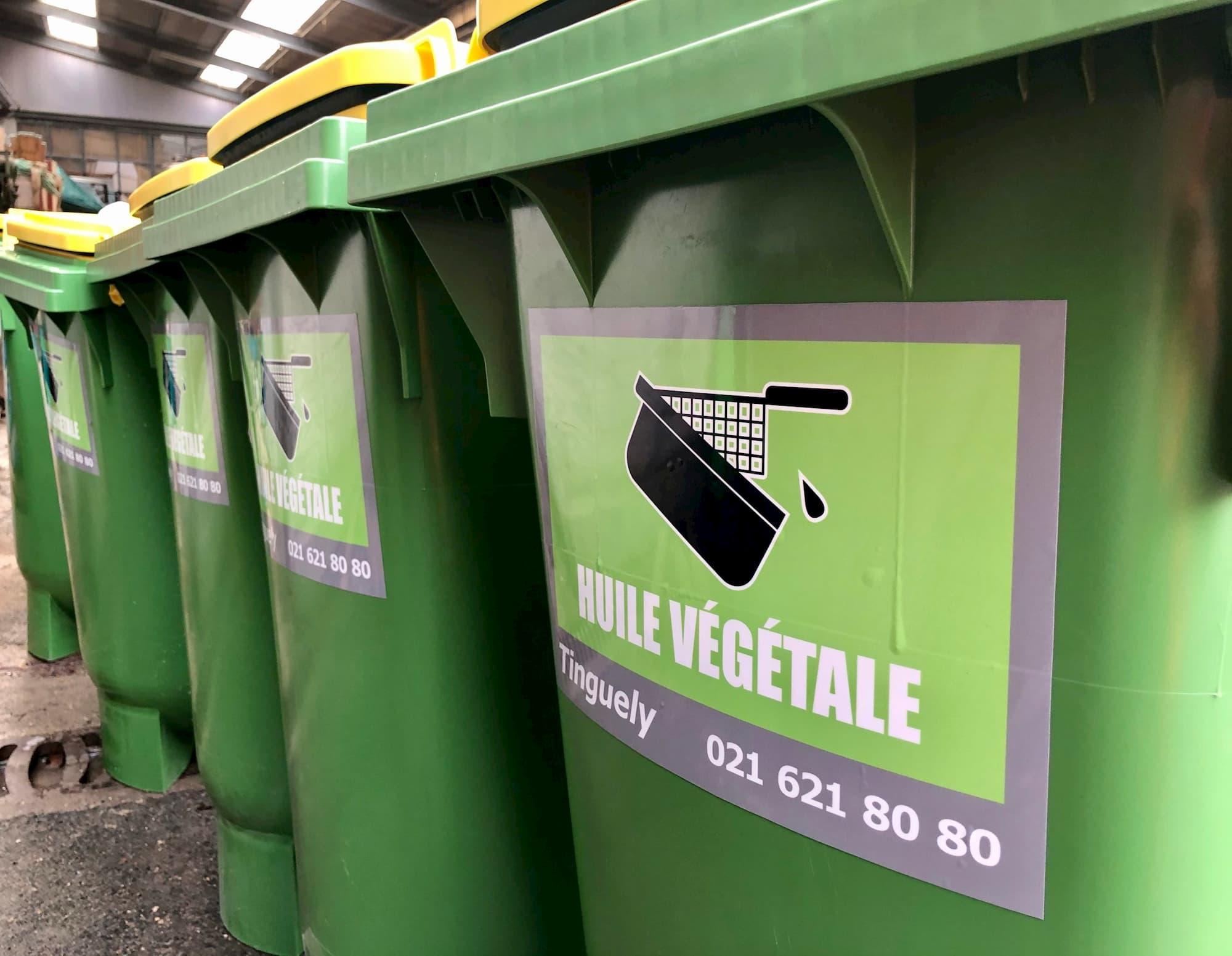 collecte des dechets containers verts de tri pour huile végétale dans les locaux Tinguely en Suisse